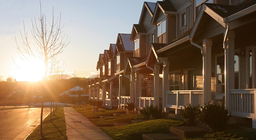 Sunset_Houses_ThinkstockPhotos-99099657